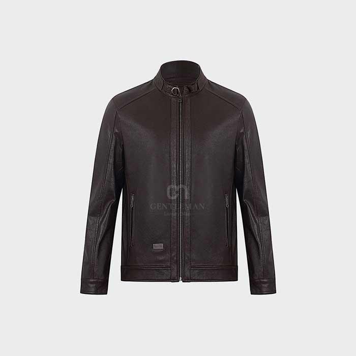 Đẳng cấp đến từ sự đơn giản nhưng sang trọng của chiếc áo khoác da dê