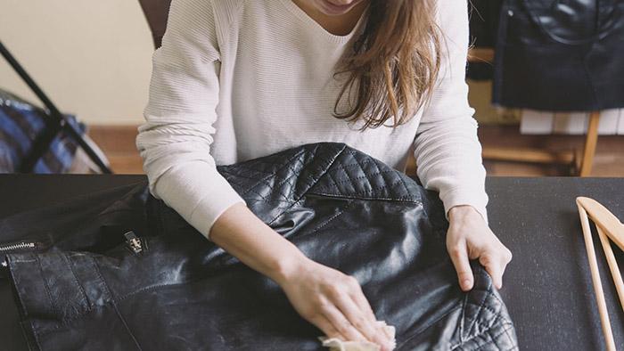Bảo quản áo da bò sạch sẽ, không có vết ố bẩn, nấm mốc