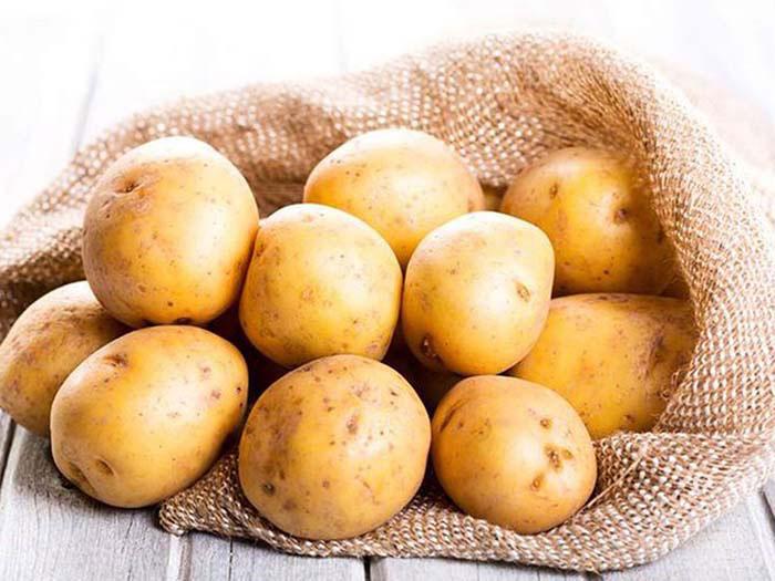 Khi áo da của bạn bị mốc, hãy sử dụng khoai tây để làm sạch áo hiệu quả