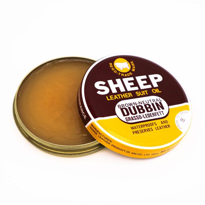 Sử dụng mỡ cừu sẽ giúp chiếc áo da của bạn loại bỏ được vết xước đồng thời giúp chiếc áo trông mới hơn