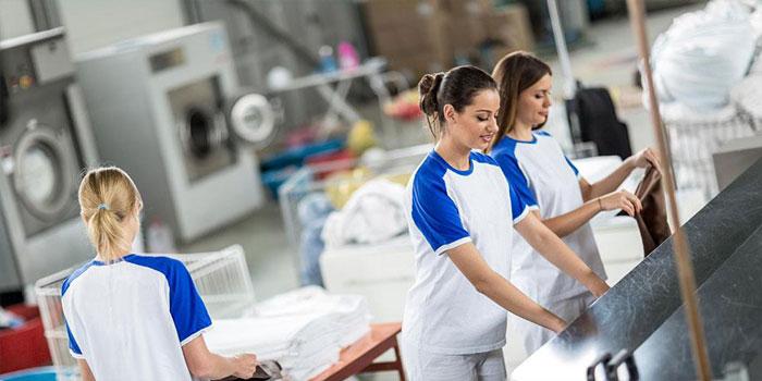 Nên chọn tiệm giặt khô có trang thiết bị hiện đại, hóa chất giặt an toàn cùng đội ngũ nhân viên giàu kinh nghiệm