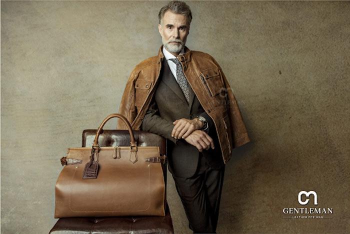 Màu của túi nên ăn khớp với màu của áo da, không cần quá cầu kỳ