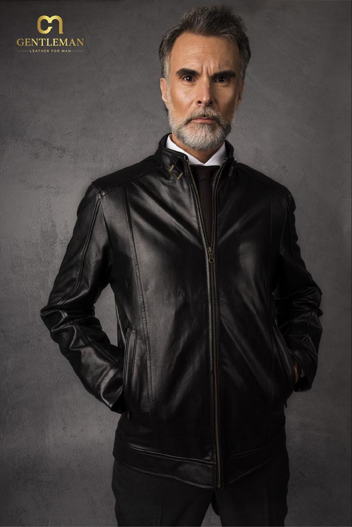 Người đàn ông thực thụ sở hữu chiếc áo khoác da đúng chất
