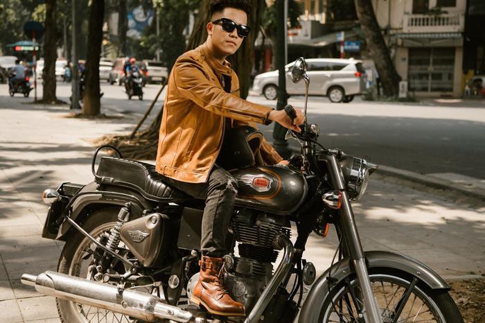 Quý ông trở nên nam tính hơn bao giờ hết với chiếc áo da Biker Gentleman vàng bò