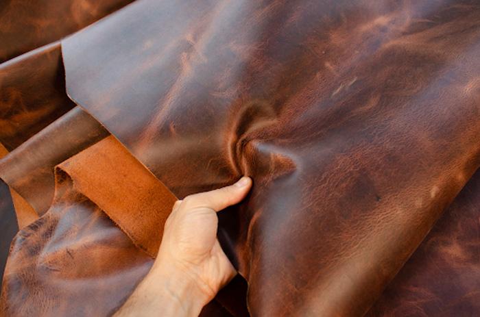 Có rất nhiều loại da có thể được sử dụng để may thành áo da nam hoàn chỉnh